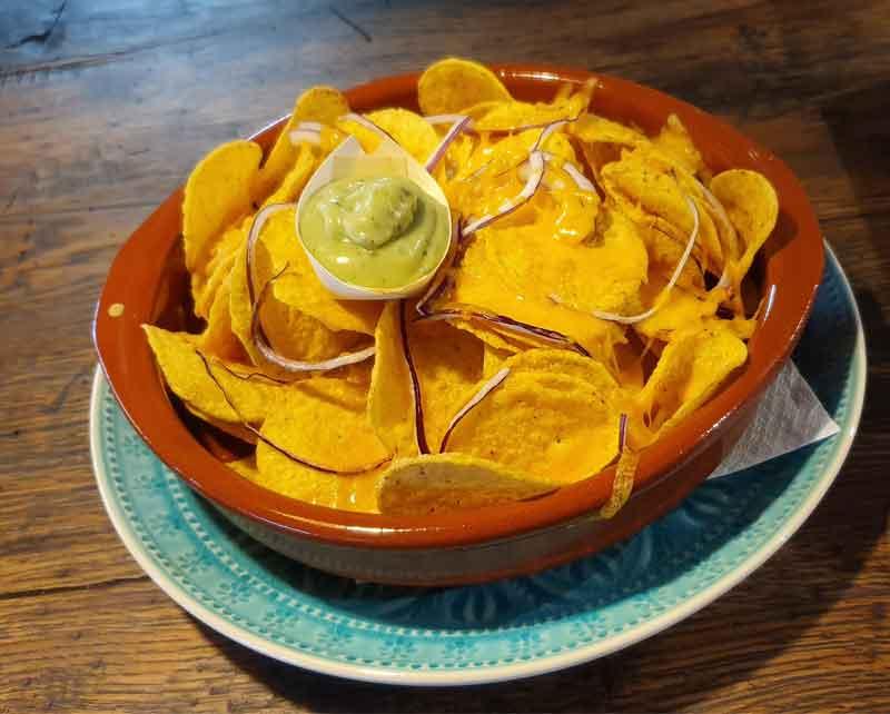 met een drankje of koffie zijn onze nachos heerlijk