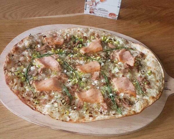 flammkuchen pizza met zalm en tonijn
